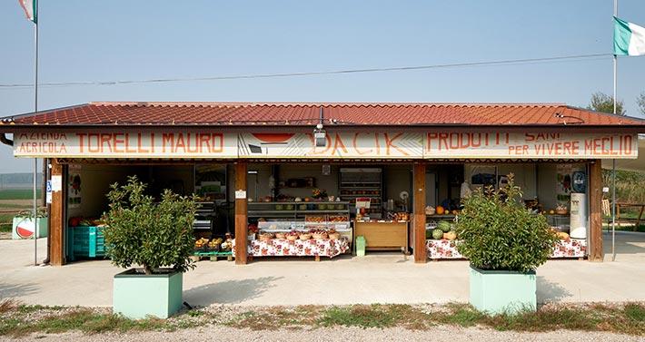 Azienda Agricola Torelli Mauro: il chiosco di vendita diretta angurie e ortaggi a Reggiolo
