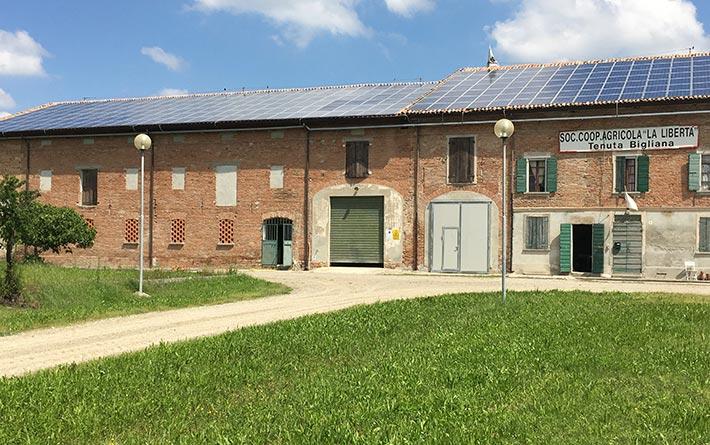 Coop Agricola La Libertà: facciata del casale di Tenuta Bigliana